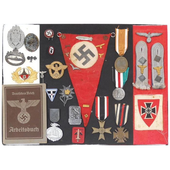 Militaria, WW1 & WW2 badges: includes U-Boat badge, party badges ...