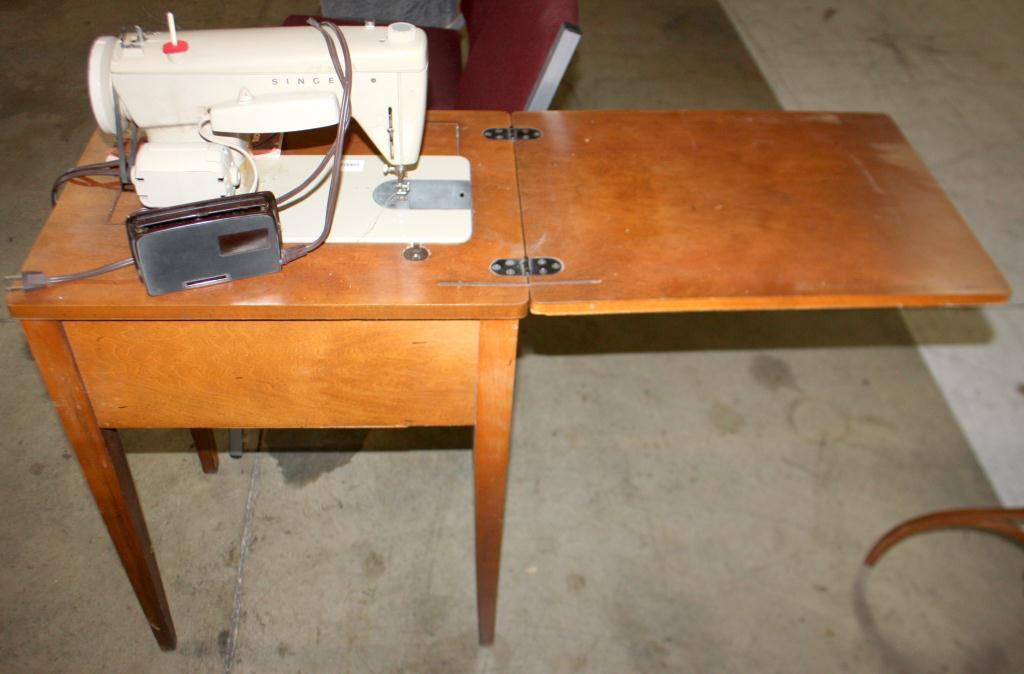 Singer sewing machine on table - Singer sewing machine table ...