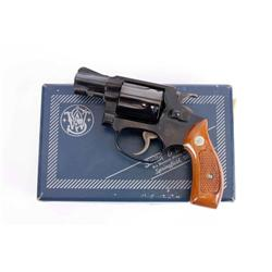 Smith & Wesson Mdl 36 Cal .38 sp SN:J707692 Double action 5 shot pocket revolver. Blued finish, chec