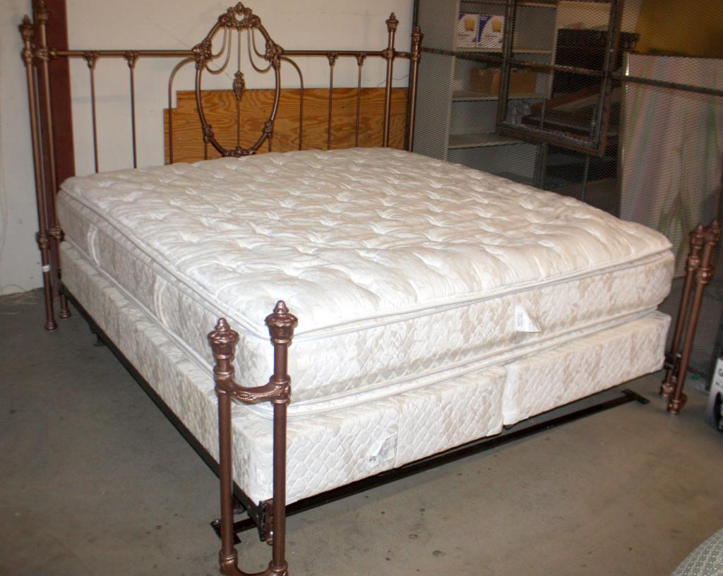 king size bed w mattress boxsprings. Black Bedroom Furniture Sets. Home Design Ideas
