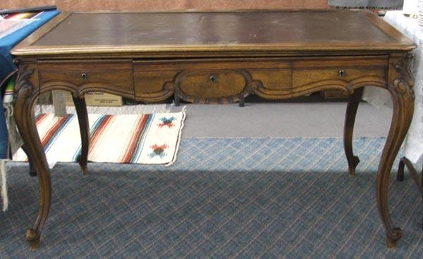 Vintage Queen Anne Parlor Desk MUST BE PICKED UP! Loading zoom - Vintage Queen Anne Parlor Desk MUST BE PICKED UP!