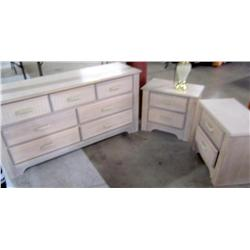Dresser and 2 Matching Night Stands