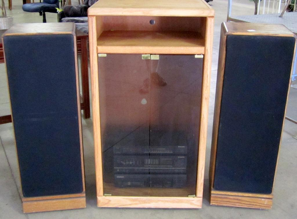 Image 1 : Pioneer Stereo System W/ 2 Mitsubishi Speakers