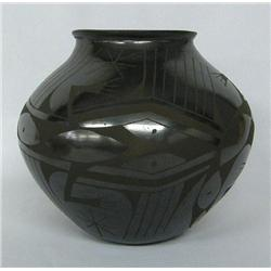 Mata Ortiz Black Lizard Pot by Mario Olivas