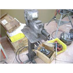 VANDERMAN NO.3 HEAVY DUTY VISE W/ STAND