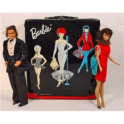 1962 BARBIE CARRYING CASE W/ MIDGE, KEN AND CLOTHI