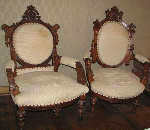 ... Image 2 : Pair of Renaissance Revival King and Queen Chairs ... - Pair Of Renaissance Revival King And Queen Chairs