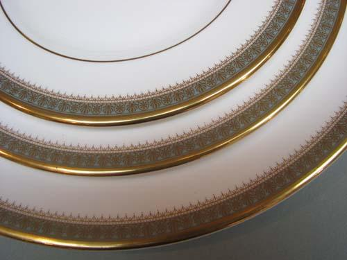 ... Image 4  12 full place settings ROYAL DOULTON Clarendon Dinnerware ... : royal dinnerware - pezcame.com