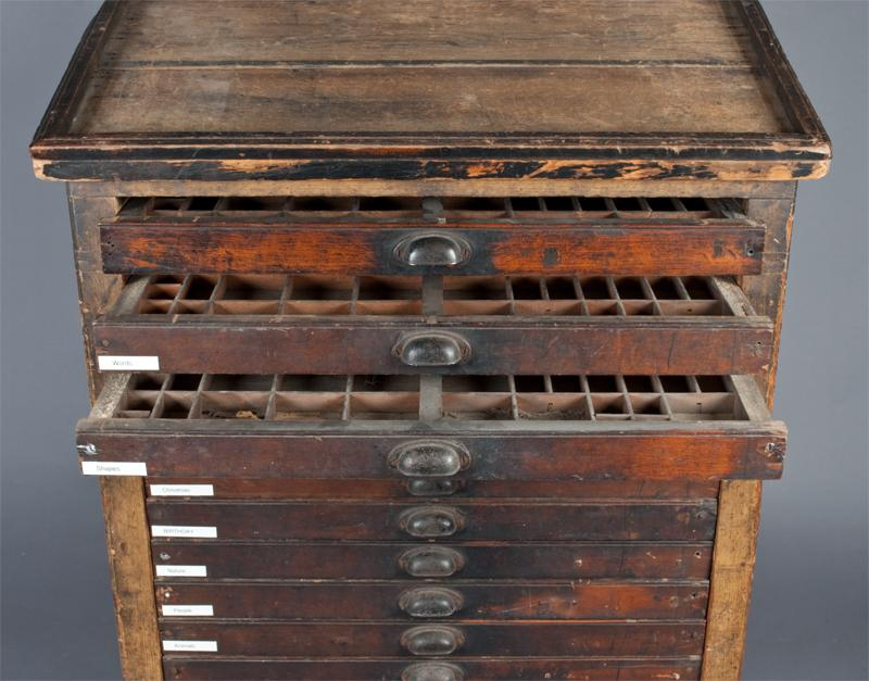 Exceptionnel Image 3 : A Fine American 17 Drawer Printers Cabinet .