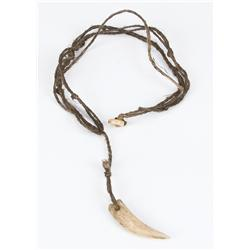 "Russell Crowe hero ""Maximus"" tooth necklace from Gladiator"