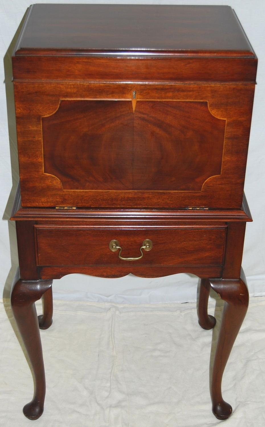 Stunning queen anne style mahogany henkle harris silver chest for Queen anne style