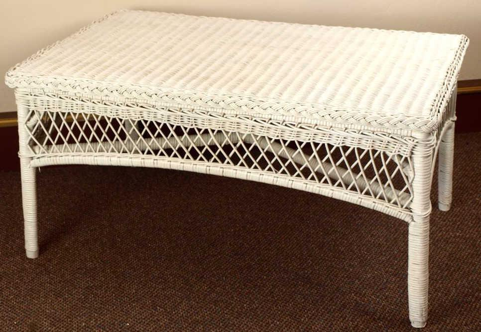 Nice Vintage White Wicker Coffee Table, A Nice Quality Piece. Loading Zoom