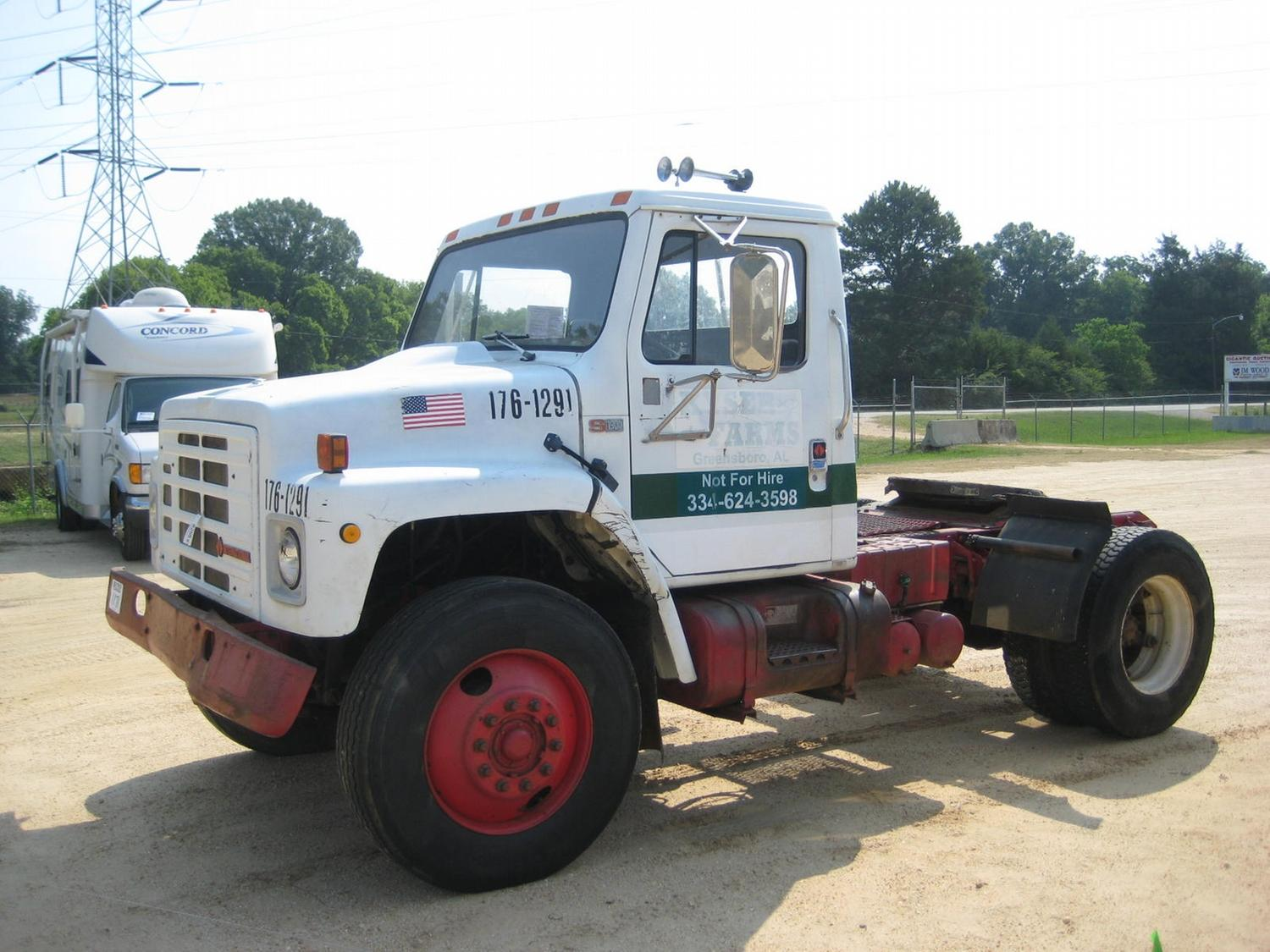 ... Image 3 : 1988 INTERNATIONAL S1900 S/A TRUCK TRACTOR