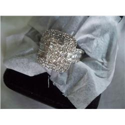 beautiful diamond ring. 5.5 ct vs diamonds with lovely f