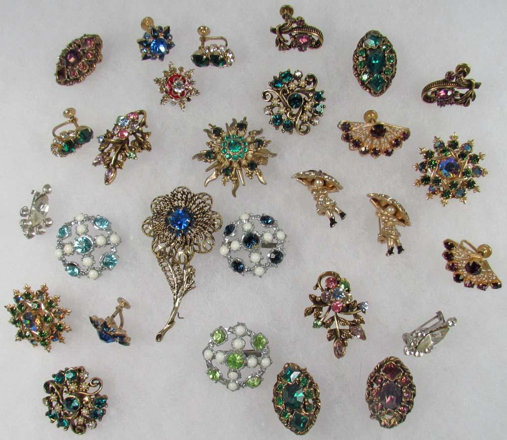 Lot Of Vintage Costume Jewelry Loading Zoom