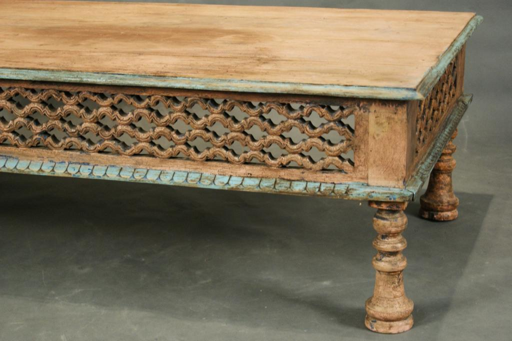 Charmant ... Image 2 : Mexican Carved Coffee Table With Rustic Paint