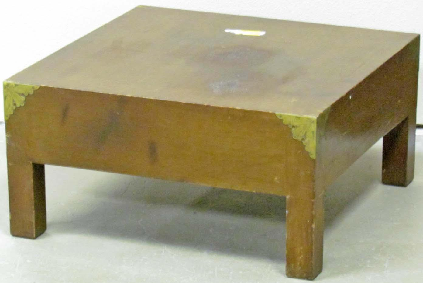 ... Image 2 : SMALL WOODEN SIDE TABLE W/ METAL CORNERS