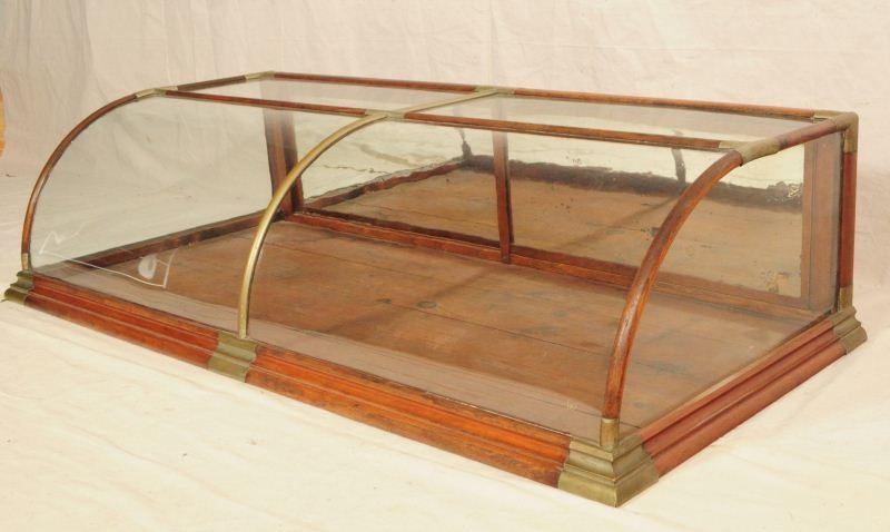 Curved Glass 5 Foot Countertop Display Case