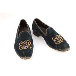 Edward G. Robinson personal pipes and two pairs of slippers