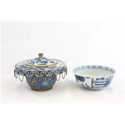 Group of 2 blue & white porcelains