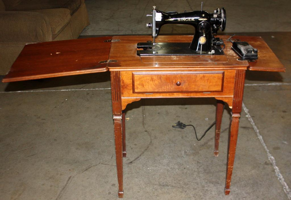 Antique Singer Sewing Machine Loading Zoom - Vintage Singer Sewing Machine With Cabinet Value Bar Cabinet
