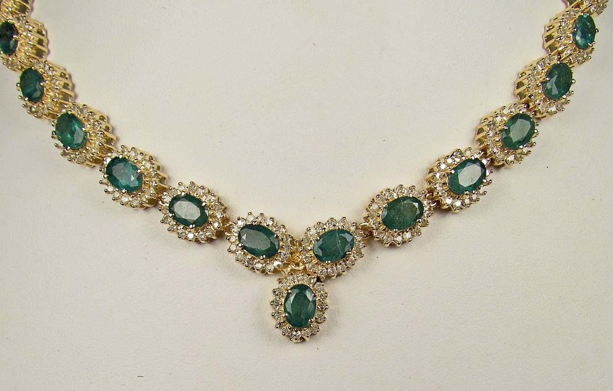 New 14K GOLD LADIES EMERALD AND DIAMOND NECKLACE - Com NT86